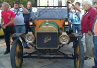 """102-годишен """"Форд"""" заслужено бе отличен като най-старата кола на парада. Снимка Aspekti.info"""