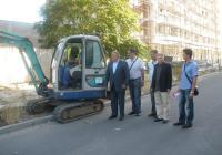 Районният кмет Петър Петров (вляво) даде старт на ремонтните дейности. Снимка Община Пловдив