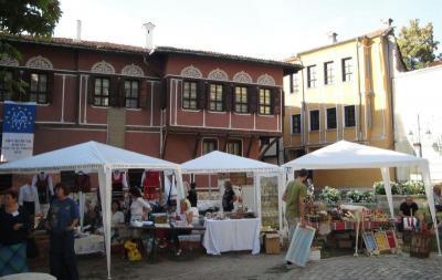 Шатрите на майсторите ще останат на Лапидариума до 30 септември.  Снимка Aspekti.info