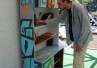 Всеки може да вземе и да остави книга, без да има нужда от библиотекар или членска карта. Снимка Община Бургас