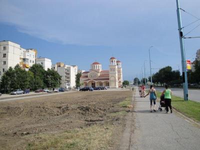 Почистени и пребоядисани са стълбовете по доста улици в района, но много хора продължават да лепят по тях обяви и афиши.  Снимка Aspekti.info (архив)