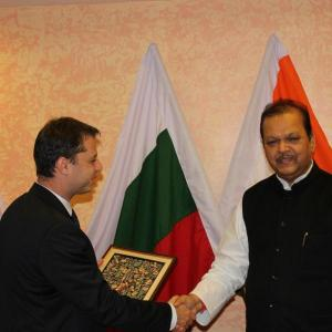Министър Добрев е на посещение в индийската столица по повод 17-ата сесия на българо-индийската междуправителствена Смесена комисия за икономическо и научно-техническо сътрудничество.  Снимка МИЕТ