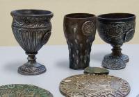 Организаторите са подготвили реплики на антични чаши и други артефакти от древността. Снимка facebook.com/Avgustiada