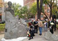 """Скулптурната композиция е в самия център на Пловдив, на площад """"Независимост"""". Снимка Aspekti.info"""