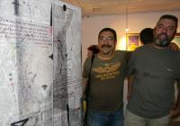 Организаторът на Мистериите Иван Бунков (вляво) и художникът Владимир Чукич пред дарените платна