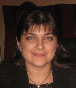 """Веселина Георгиева е член на екипа на сайта """"Спаси, дари на..."""". Тя е сред първите доброволци ентусиасти, обединили се около каузата да помагат за лечението на български деца, страдащи от тежки заболявания. Преподавател е в Софийския университет """"Св. св. Климент Охридски, в катедра """"Германистика и скандинавистика""""."""