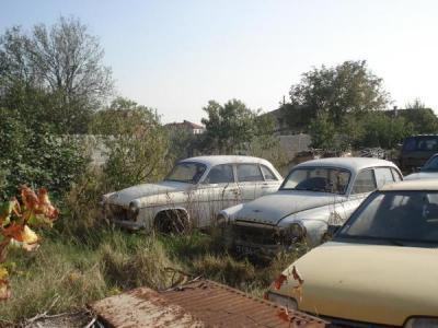 """Притежателите на такива """"автомобили"""" ще получат писма с предупреждение да ги преместят от общинските терени в едномесечен срок."""