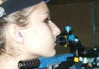 Таня Звискова (на снимката) си раздели първото място на пушка с другата тракийка националка - Нели Танева.