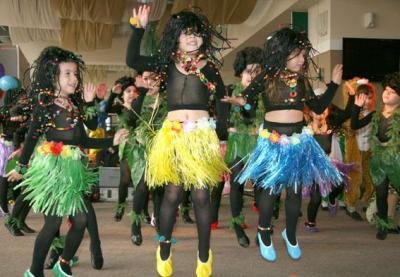 """Малчуганите от детска градина """"Слънце"""" поздравиха връстниците си от домовете с """"диви"""" танци."""