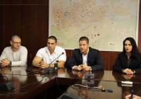 Кметът Живко Тодоров (вдясно) пожела в скоро време Стара Загора да е домакин на Световно по културизъм. Снимка Община Стара Загора