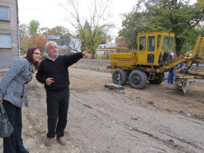 """Районният кмет Десислава Желязкова провери темповете на работа.  Снимка Район """"Западен"""""""