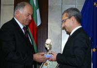 Наградата е признание за постигнат значителен успех в работата по европроекти. Снимка Община Сливен