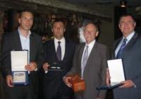 """Кметът, министърът и президентите на ЕАА и БФЛА си размениха награди. Снимка Агенция """"Фокус"""""""