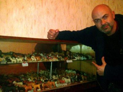 Димитър Василев е вложил 10 години в създаването на своите домашни любимци.