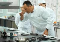 Жан Рено се превъплъщава в главен готвач в престижен ресторант.