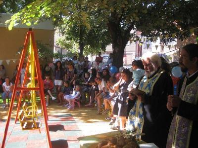 90 000 лева са предвидени в бюждета на общината за детски площадки, съобщи при откриването на такъв обект през септември кметът на Асеновград Емил Караиванов. Изграждането на новата спортна площадка също е финансирано от общината.  Снимка assenovgrad.com (архив)
