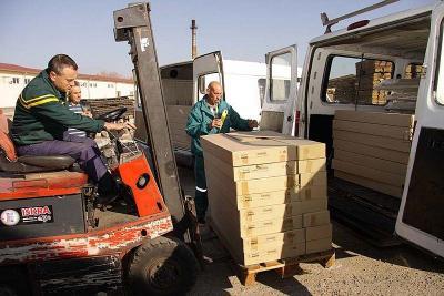 Мебелите бяха доставени с общински транспорт.  Снимка Община Стара Загора