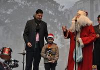"""Дядо Коледа раздаде подаръци на малки и големи. Снимка <a href=""""http://www.plovdiv.bg/"""">Община Пловдив</a>"""