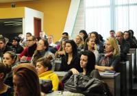 Зала 1 на ЕКИУ бе препълнена от студенти по време на лекцията. Снимка ЕКИУ