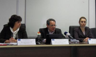 Координаторът доц. д-р Петя Бъркалова, ръководителят на проекта проф. д-р Георги Тотков и експертът доц. д-р Елена Сомова (отляво надясно) обявиха старта на работата по разработката.