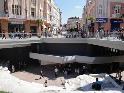 Целият площад в центъра на Пловдив придоби нов облик след реконструкцията на Римския стадион.  Снимка Aspekti.info