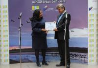 Министър Павлова връчи наградата на зам.-кмета Манол Генов. Снимка Община Асеновград