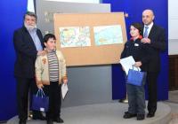 Двамата победители бяха наградени от министрите Вежди Рашидов и Томислав Дончев. Снимка Министерски съвет