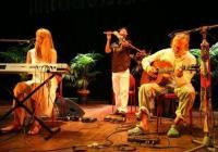 Пеенето на мантри може да има изцерителен ефект на много равнища, убедени са музикантите. Снимка cmn.tv