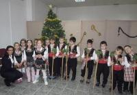 """С традиционното коледарско наричане децата пожелаха Новата година да е здрава, спорна и благодатна. Снимка Район """"Западен"""""""