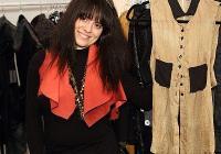 """<p>Натали Крайнина е родена в София, но от тринадесетгодишна живее в САЩ - първоначално във Вашингтон, а през последните 9 години - в Ню Йорк.</p> <p>Завършила е престижното училище по мода The Fashion Instute of Technology в Ню Йорк със специалност """"Моден дизайн"""". Специализирала е дамско облекло. В момента завършва втора специалност - """"Международен маркетинг за модната индустрия"""", защото смята, че допълнителните бизнес познания в областта на модата ще й бъдат изключително полезни.</p> <p>Стажувала е в няколко световноизвестни модни къщи в Ню Йорк - Disel, Badgley Mishka и Michael Kors. Получава възможност да участва директно в подготовката и провеждането на модните ревюта, да присъства на много срещи от различен характер, да изпълнява конкретни задачи. Така за пръв път от университетската скамейка влиза в реалния свят на модата.</p> <p>След като завършва първото си образование, възнамерява да потърси работа като асистент-дизайнер в някоя от големите компании. Но нещата от само себе си се нареждат по друг начин. По това време пуска първата си цялостна модна колекция и един бутик в Бруклин веднага й дава малка поръчка. Това стечение на обстоятелствата поставя началото на собствената й модна къща.</p> <p>Натали Крайнина е посланик на I Can Too, като създава специални тениски в подкрепа на каузата. Пред медии и почитатели на модата от цял свят дизайнерката популяризира благотворителната инициатива и готовността си да дарява своя талант в подкрепа на деца със специални нужди.</p>"""