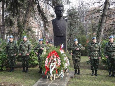 Паметникът на капитан Бураго в Дондуковата градина  Снимка Aspekti.info