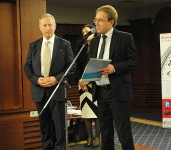 Приза получи кметът на Асеновград Емил Караиванов.  Снимка Община Асеновград