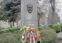 Венци и цветя бяха поднесени от името на местната власт, политически и обществени организации. Снимка Aspekti.info
