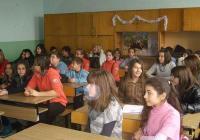"""Учениците са амбицирани да си направят и сайт с помощта на преподавателите. Снимка ОУ """"Елин Пелин"""" (архив)"""
