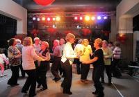Възрастните хора не се умориха да танцуват цяла вечер.