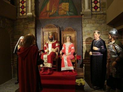 Иван Асен Втори и красивата царица Ирина Комнина са централните фигури в тронната зала.  Снимка Катя ПЕТРОВА