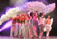 """Феерия от сценични ефекти допълва  шеметните танци на балет """"Тодес"""".  Снимка valta.cit.ua"""