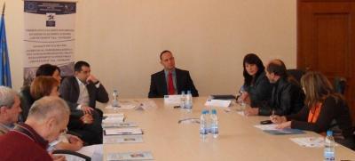 Изпълнителният директор на най-голямата болница в страната проф. д-р Карен Джамбазов (в средата) разясни подробно същността на проекта.