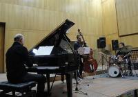 """""""Лечителите"""" от """"Акустична версия"""" свириха за пръв път в Първо студио на Радио Пловдив. Снимка ©Aspekti.info"""