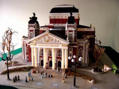 """Народният театър """"Иван Вазов"""" е сред знаковите сгради в експозицията."""