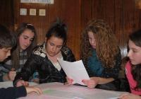 Тийнейджърите имаха нелеката задача да работят в екип. Снимка Община Асеновград