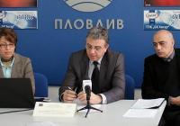 Ректорът на УХТ проф. Кольо Динков (в средата) и екипът му представиха проекта. Снимка УХТ - Пловдив