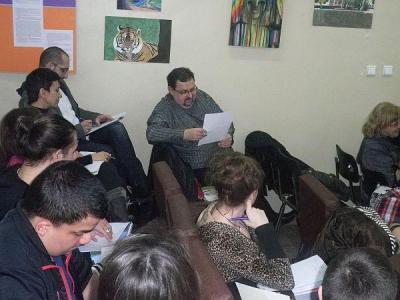 """Литературоведът Здравко Дечев и писателите Ина Иванова и Стефан Бонев, автор на идеята за """"Недоизречено"""", оцениха творбите."""