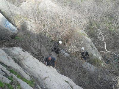 """Само добре обучени алпинисти могат да се справят по стръмните участъци на тепето.  Снимка ОП """"Чистота"""""""