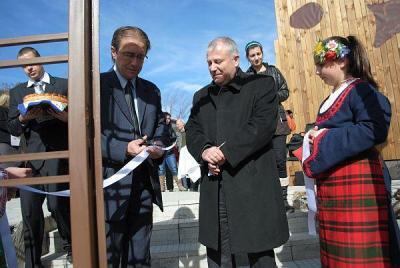Кметът на Асеновград Емил Караиванов преряза лентата.  Снимка Община Асеновград
