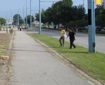 """Оформянето на тротоарните зони в """"Тракия"""" е сред приоритетите на районната администрация.  Снимка ©Aspekti.info (архив)"""
