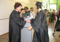 Ректорът проф. Анна Недялкова връчи дипломите на отличниците.