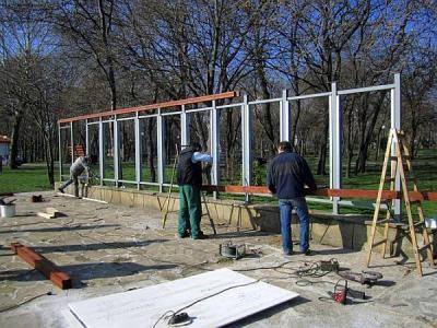 """Стената ще бъде готова за откриването на фестивала """"Включи града"""" на 22 март.  Снимка Община Бургас"""
