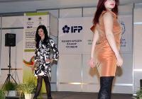 Модните дефилета за нови колекции дамски, детски, медицински и работни облекла, бебешки и детски обувки са на сцената в Палата 6, където са разположени и щандовете на участниците в Европейския панаир. Снимка Международен панаир - Пловдив