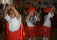 """Танцът на веселите калинки заслужено обра най-големите аплодисменти. Снимка Район """"Източен"""""""